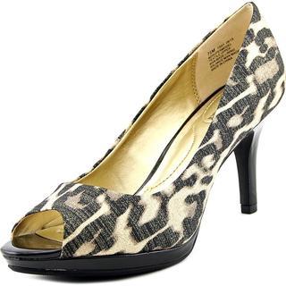 Bandolino Women's 'Supermodel' Basic Textile Dress Shoes