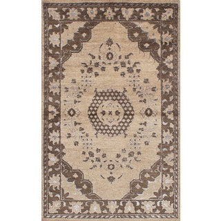 eCarpetGallery Hand-knotted Eternity Ivory Wool and Silk Rug (4'11 x 7'11)
