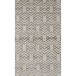 eCarpetGallery Hand-Knotted Eternity Ivory Wool Rug (4'10 x 7'11)