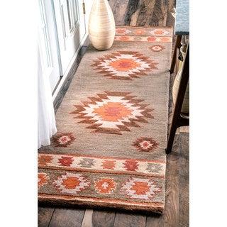 nuLOOM Hand-tufted Southwestern Wool Grey Runner Rug (2'6 x 8')