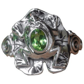 Handcrafted Sterling Silver 'Green Rainforest Frog' Peridot Ring (Indonesia)