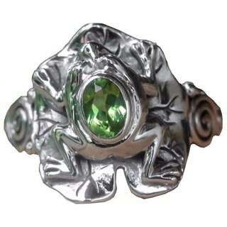 Handmade Sterling Silver 'Green Rainforest Frog' Peridot Ring (Indonesia)