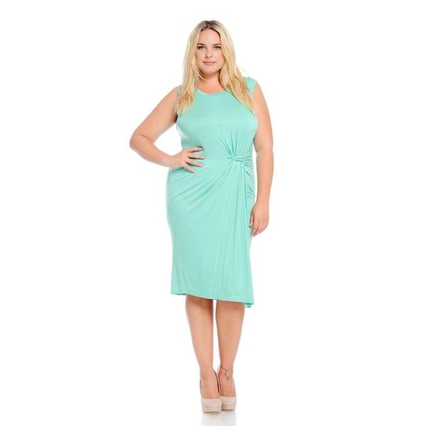 Shop Women\'s Green Rayon/Spandex Plus-size Solid Sleeveless Dress ...