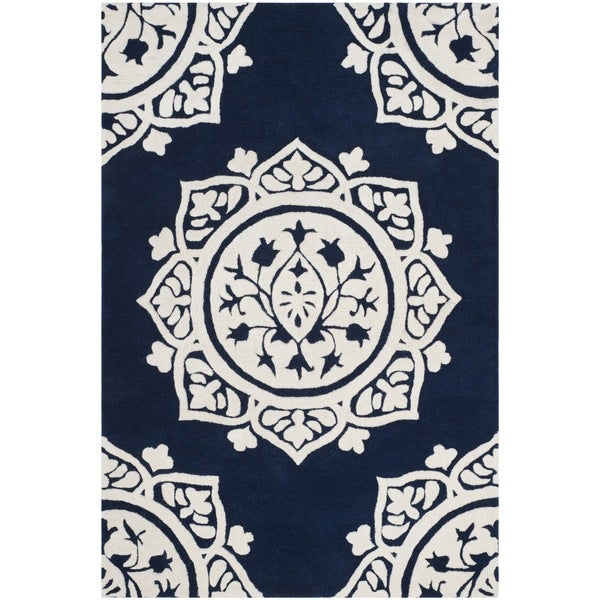 Safavieh Handmade Bella Navy / Ivory Wool Rug - 2' x 4'