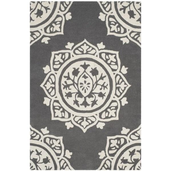 Safavieh Handmade Bella Dark Grey / Ivory Wool Rug - 2' x 4'