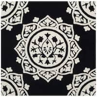 Safavieh Handmade Bella Black / Ivory Wool Rug - 5' Square