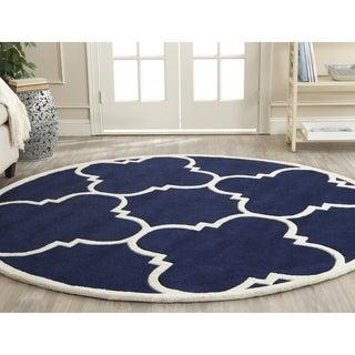 Safavieh Handmade Chatham Dark Blue / Ivory Wool Rug (4' Round)