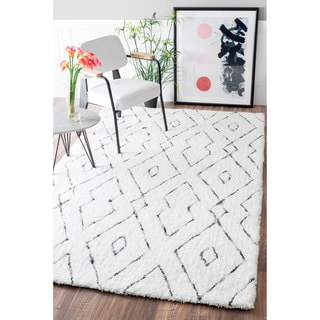 nuLOOM Handmade Soft and Plush Diamond Lattice Shag White Rug (5' x 8') (As Is Item)