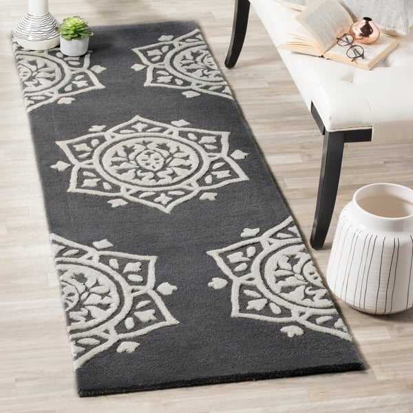 Safavieh Handmade Bella Dark Grey / Ivory Wool Runner Rug - 2' x 7'