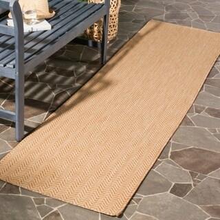 Safavieh Indoor / Outdoor Courtyard Chevron Natural / Cream Runner Rug - 2' 3 x 8'