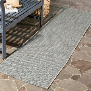 Safavieh Indoor / Outdoor Courtyard Chevron Grey / Navy Runner Rug (2' 3 x 8')