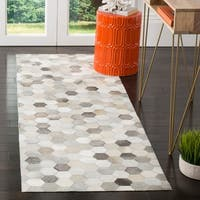 Safavieh Handmade Studio Leather 200 Modern Ivory / Grey Leather Runner Rug - 2'3 x 7'