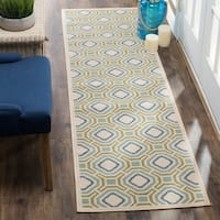 Safavieh Indoor / Outdoor Veranda Cream / Green Runner Rug - 2'3 x 8'