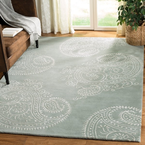 Safavieh Handmade Bella Paisley Grey / Ivory Wool Rug - 4' x 6'