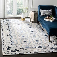 Safavieh Handmade Bella Ivory / Blue Wool Rug - 4' x 6'