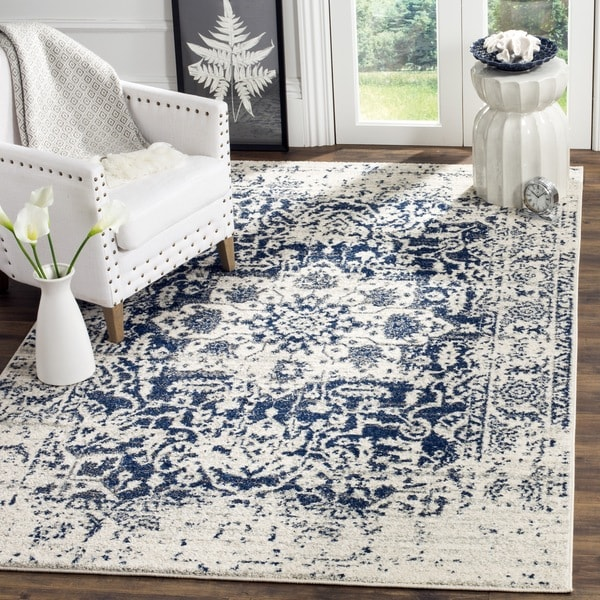 Safavieh Madison Vintage Medallion Cream/ Navy Distressed Rug - 4' x 6'
