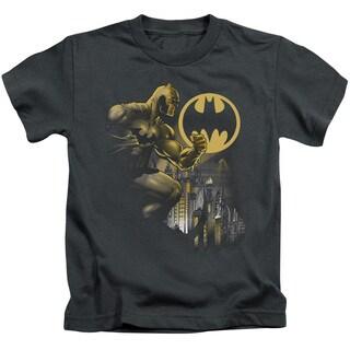 Batman/Bat Signal Short Sleeve Juvenile Graphic T-Shirt in Charcoal