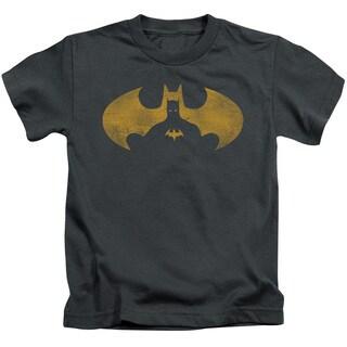 Batman/Bat Symbol Knockout Short Sleeve Juvenile Graphic T-Shirt in Charcoal