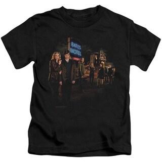 Bates Motel/Cast Short Sleeve Juvenile Graphic T-Shirt in Black