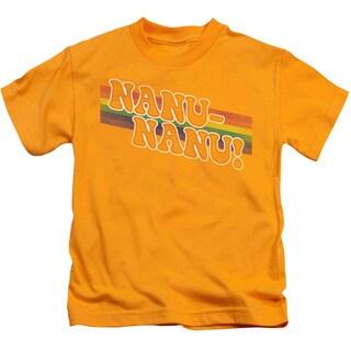 Mork & Mindy/Nanu Rainbow Short Sleeve Juvenile Graphic T-Shirt in Gold
