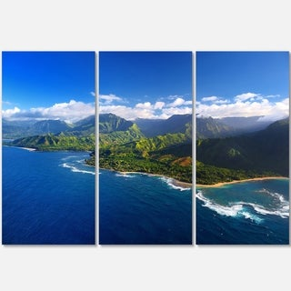 Designart - Na Pali Coast Wide View - Beach Photography Glossy Metal Wall Art