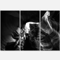 Designart - Black and White Antelope Canyon - Landscape Photo Glossy Metal Wall Art