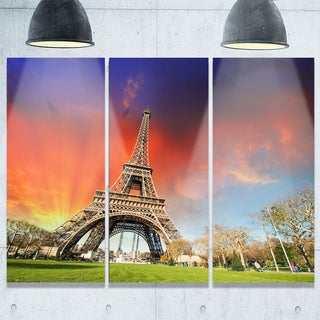 Designart - Eiffel Tower Under Colorful Sky - Landscape Photo Glossy Metal Wall Art