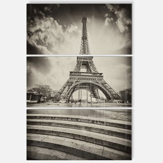 Designart - Eiffel Tower in Gray Shade - Landscape Photo Glossy Metal Wall Art
