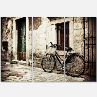 Designart - Bicycle with Shopping Bag - Landscape Photo Glossy Metal Wall Art