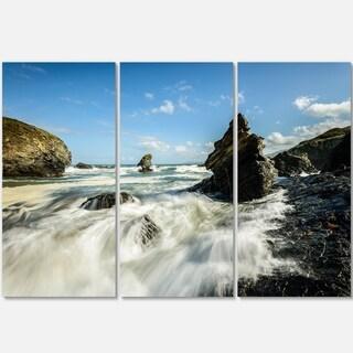 Designart - Roaring Atlantic Rocky Coast - Seascape Photo Glossy Metal Wall Art