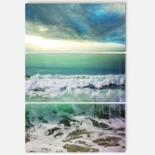 Designart - Green Foaming Waves and Blue Sky - Large Seashore Glossy Metal Wall Art