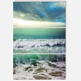 Designart - Green Foaming Waves and Blue Sky - Large Seashore Glossy Metal Wall Art