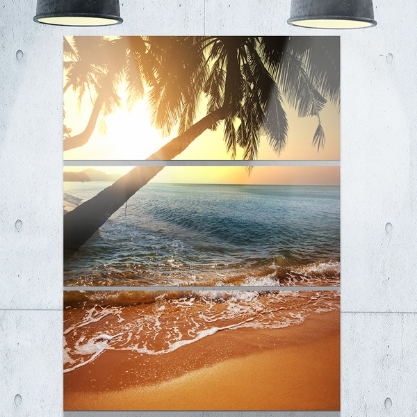Designart - Beautiful Sunset on Tropical Beach - Large Seashore Glossy Metal Wall Art