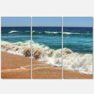 Designart - Atlantic Beach with Foaming Waves - Extra Large Seascape Glossy Metal Wall Art