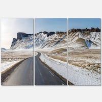 Designart - Range Road in Winter Mountains - Landscape Glossy Metal Wall Art