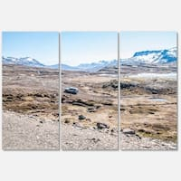 Designart - Off-road Iceland Mountains - Landscape Glossy Metal Wall Art - Multi - 36 x 28