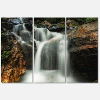 Designart - Slow Motion Waterfall on Rocks - Landscape Glossy Metal Wall Art