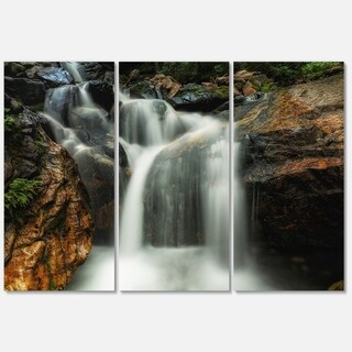 Designart - Slow Motion Waterfall on Rocks - Landscape Glossy Metal Wall Art