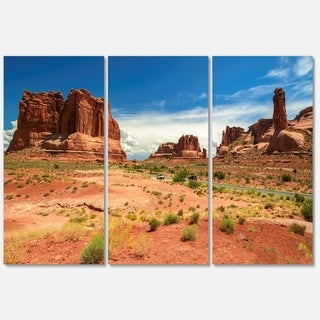 Designart - American Road in Arches National Park - Landscape Glossy Metal Wall Art