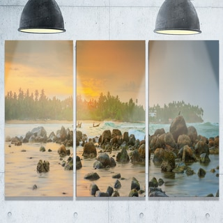 Designart - Rocky Romantic Beach of Sri Lanka - Landscape Glossy Metal Wall Art