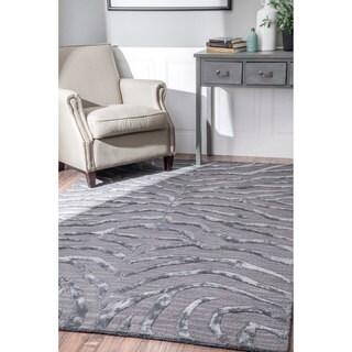 nuLOOM Handmade Zebra Faux Silk/ Wool Silver Rug (5' x 8')