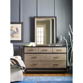 Universal Brown Wooden 5-drawer Dresser