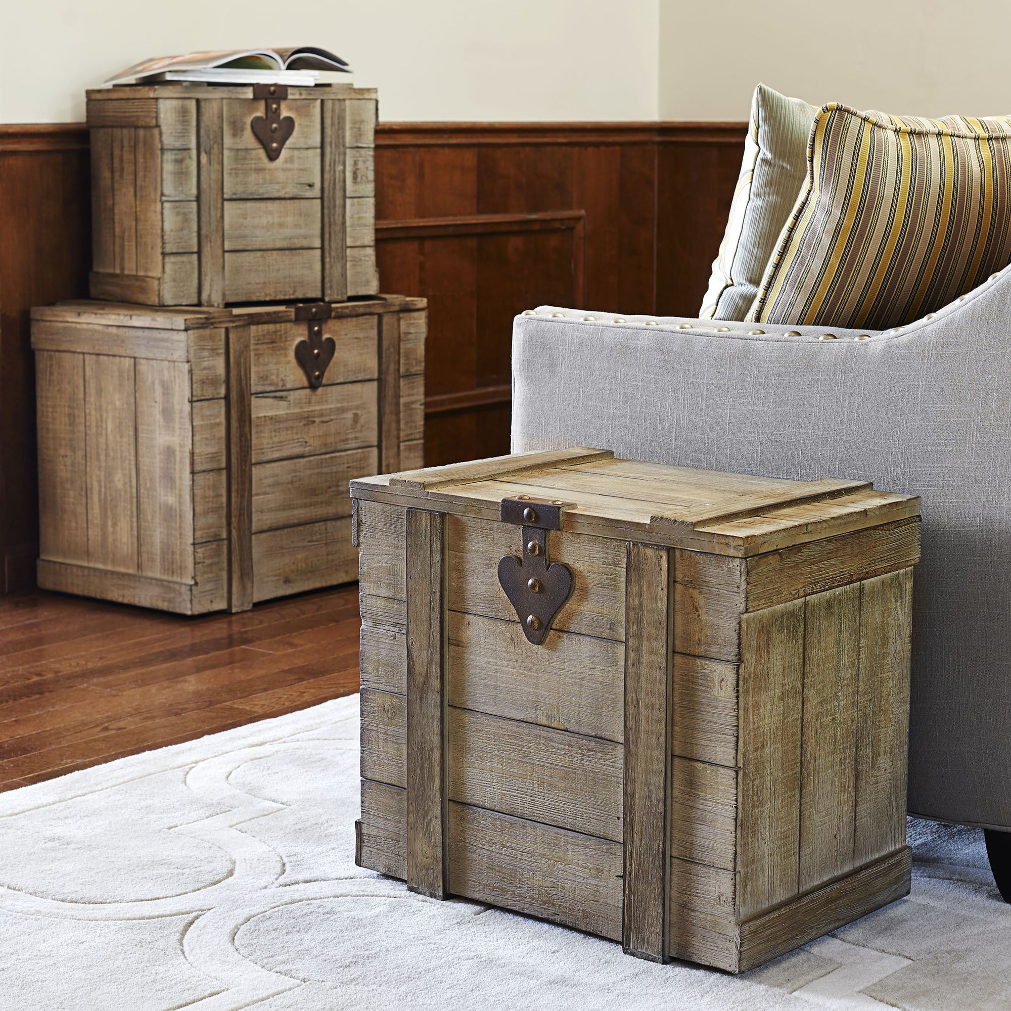 Antique-grey Wood Large Home Chest (Large Wooden Home Che...