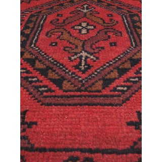eCarpetGallery Red Wool Hand-knotted Khal Mohammadi Area Rug (1'8 x 4'11)