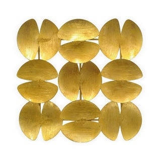Three Hands Clamshell-shaped Gold Metal Wall Decoration