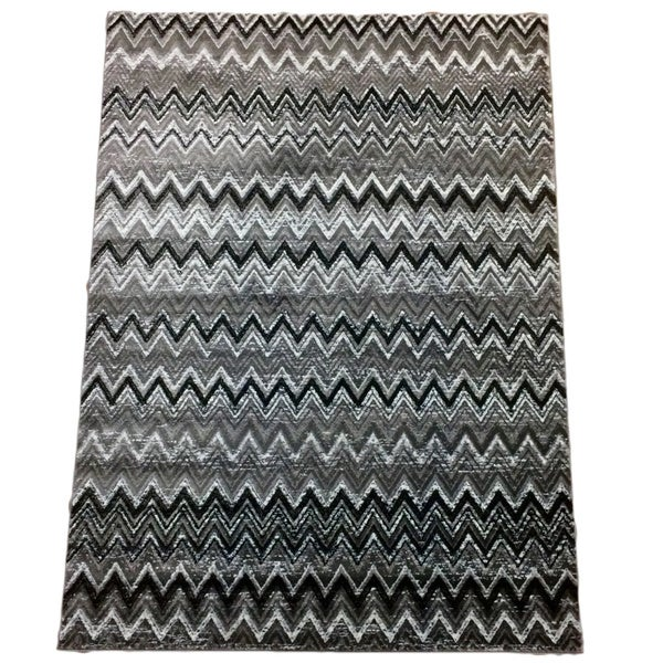 Audrey Collection Silver Polypropylene Chevron Area Rug (8' x 11')