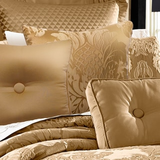 Five Queens Court Colonial Gold Damask 18-inch Decorative Pillow