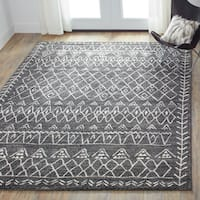 Brently Black/ Ivory Abstract Rug - 7'7 x 10'6