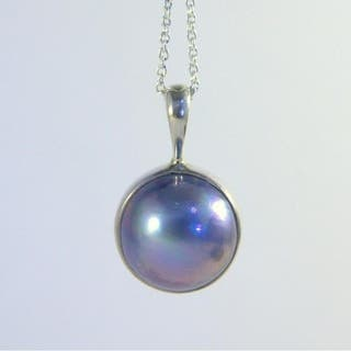 Black Mabe Pearl Pendant on Adjustable Silver Necklace|https://ak1.ostkcdn.com/images/products/12886353/P19645325.jpg?impolicy=medium