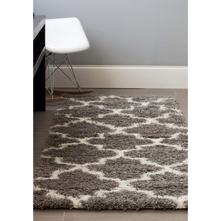 Machine-woven 'Feels So Soft' Ivory Polypropylene Trellis Shag Runner Rug (2'7 x 8')